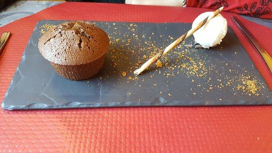 Beaumes-de-Venise, France: fondant au deux chocolat et glace noix de coco