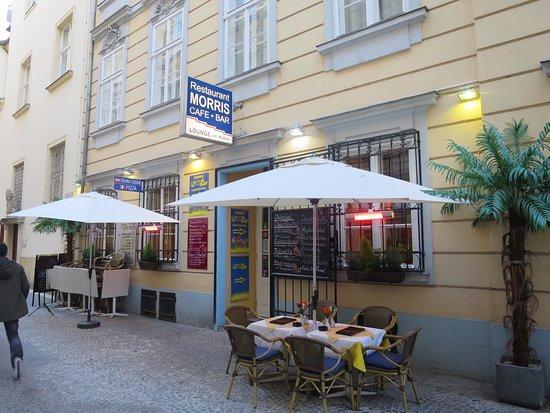 Cafe Restaurant Morris: 外観の様子