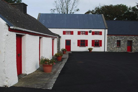 Caherconnell, Ireland: Pretty Building