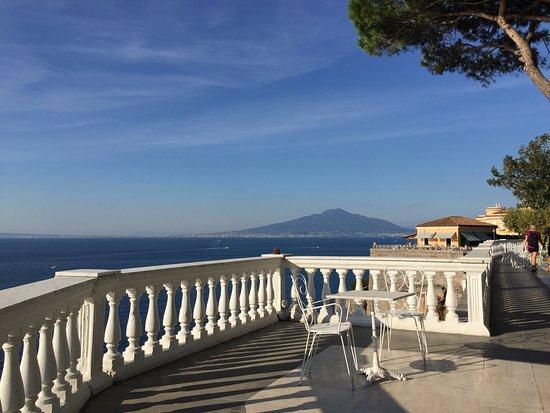 Grand Hotel Cocumella: View of Vesuvius from the hotel