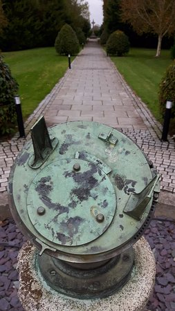 Moyvalley, ไอร์แลนด์: Sundial in the grounds