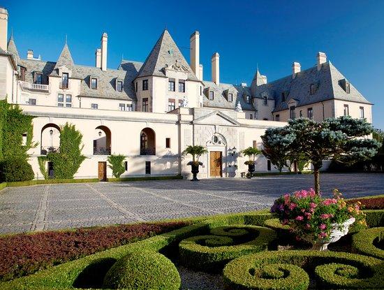 Oheka Castle Mansion Tours: OHEKA CASTLE - Courtyard