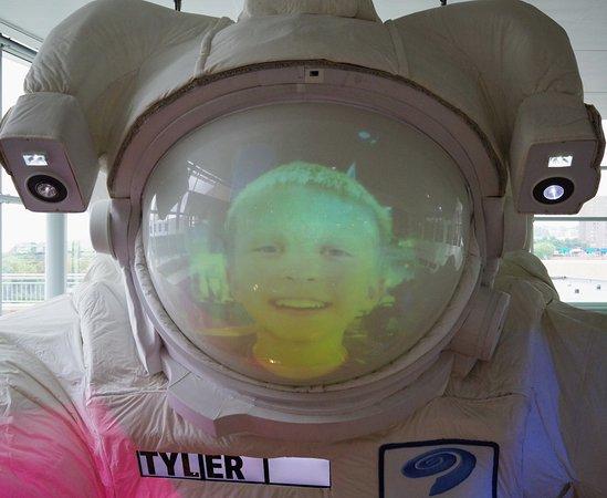 Saint Paul, MN: Space traveler