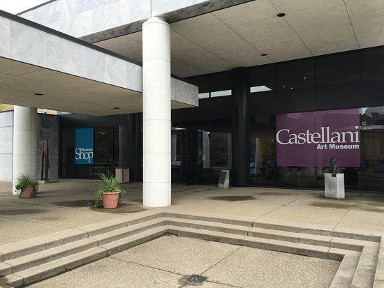 Castellani Art Museum of Niagara University: Entrance