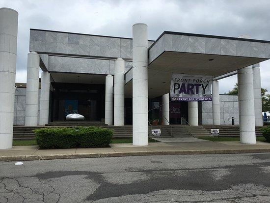 Castellani Art Museum of Niagara University: Cool architecture (front of museum)