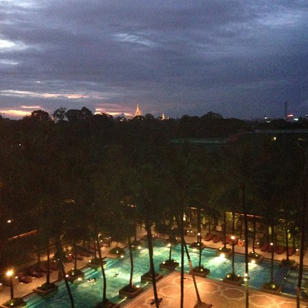 Chatrium Hotel Royal Lake Yangon : View from my arrival visit.