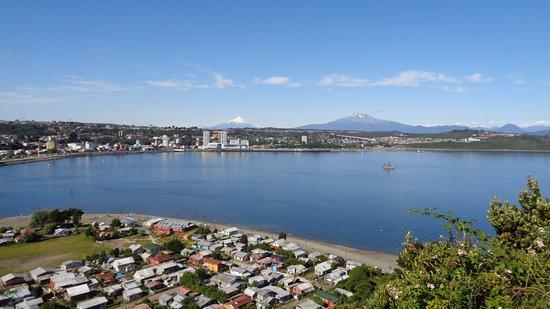 Região de Los Lagos, Chile: Puerto Montt desde la cima de la isla