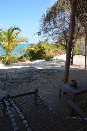 Guludo Beach Lodge: Terrasse mit Blick aufs Meer