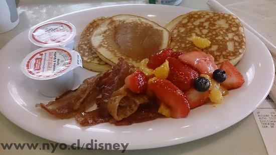 Desayuno con panqueques