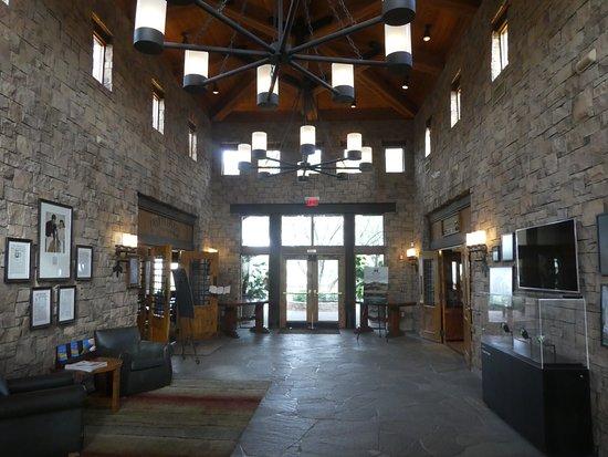 Brittlebush Bar & Grill: Lobby