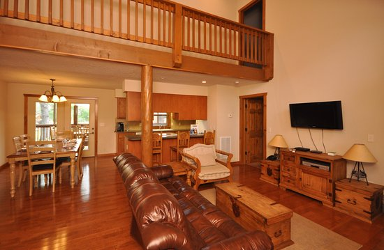 Great Branson Cabins: Cedar Mtn-4 bdrm/4bath lodge