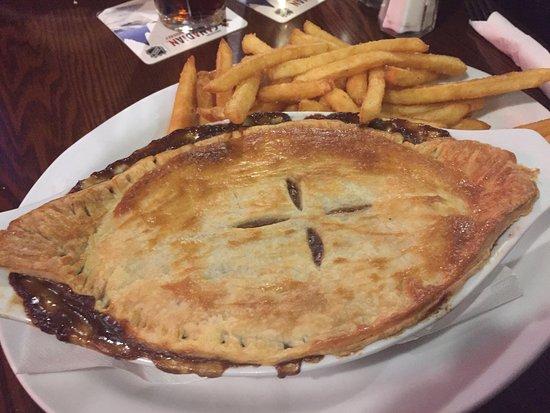 Breakers Pub: Guinness Beef and Veggie Pie w/ Beer Battered Plank Fries