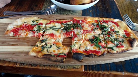 Gourmet Au Bay: Flatbread with the grilled anchovie option.