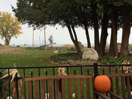 Port Austin, MI: Captain Morgan's Grindstone Resort