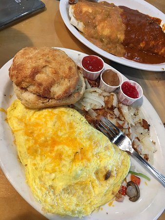 Doug's Day Diner : Browns, burgers, burritos, biscuit & an awesome omelette!