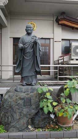 Saikoji Temple: 寺の銅像