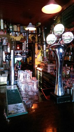 Moate, Irlanda: The inner workings ...pint anyone ? Guinness ?