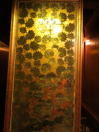 Grand Noble Hotel: Inside an elevator