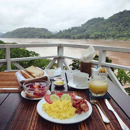 The BelleRive Boutique Hotel: Breakfast at the terrace overlooking the Mekong river