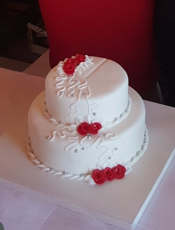 Beautiful Small Wedding Cake Traveller Reviews Slasticarna Gabi