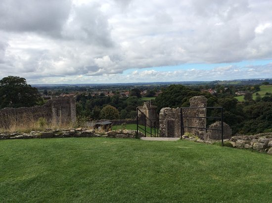 Pickering, UK: Beautiful and strategic views of the countryside from the castle