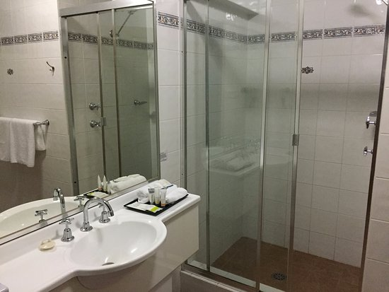 Quality Inn Penrith: Private shower