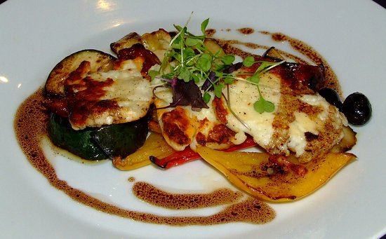Onich, UK: Grilled Halloumi, sun-dried tomatoes, peppers, courgettes & olives