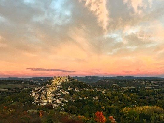 La Maison au Puits: Village of Cordes-sur-Ciel