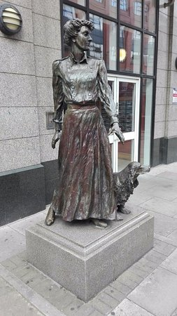 ‪Constance Markievicz Statue‬