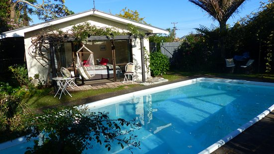 Ashcroft Gardens Bed & Breakfast : pool and poolroom