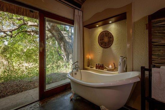 Jock Safari Lodge Bathroom