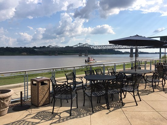 Vidalia, LA: Front patio with river view