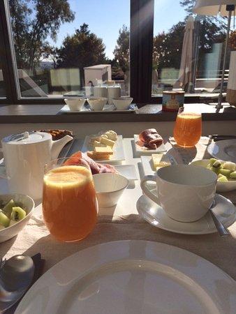 Autignac, France: Yummy breakfast