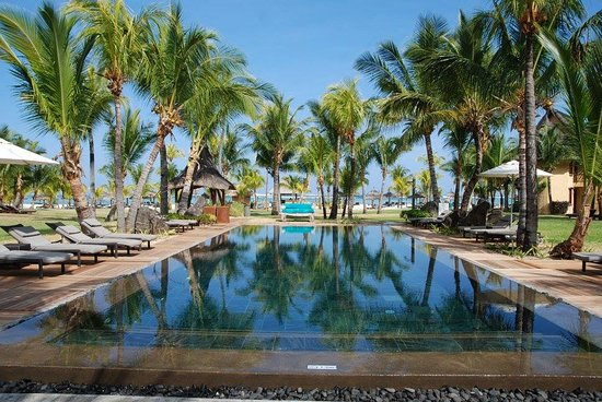 Dinarobin Beachcomber Golf Resort & Spa: One of several, almost private pools