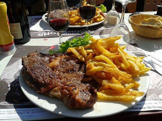 Montresor, Frankrijk: Voilà pour ce qui est de la taille des entrecôte! Gros mangeurs ce restaurant est fait pour vous
