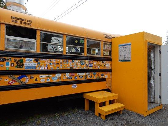 Inuvik, Canadá: Eingang zur Küche des Restaurants