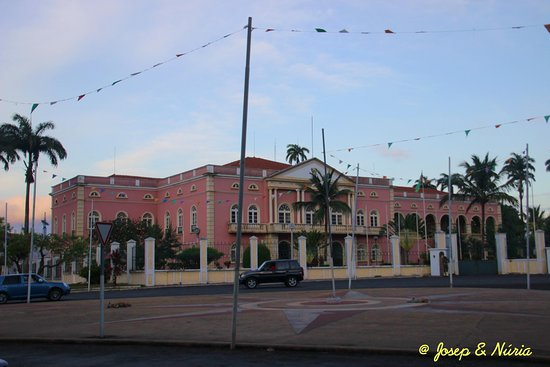 Sao Tome, Sao Tome og Principe: View of the Presidential Palace from the street