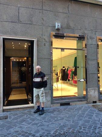 Intown Luxury House : A hotel bejárata