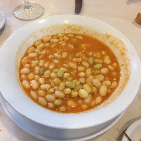Ecay, Hiszpania: plato de pochas
