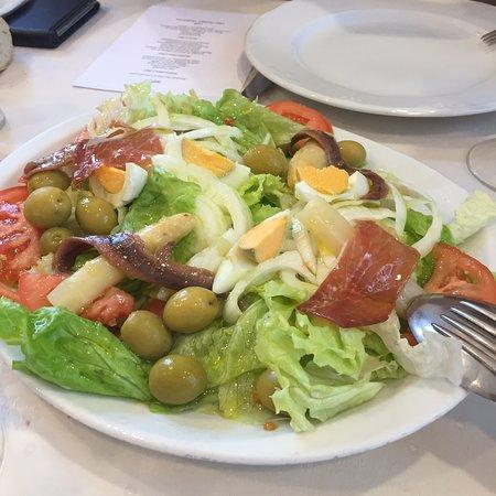 Ecay, Spain: ensalada bien preparada