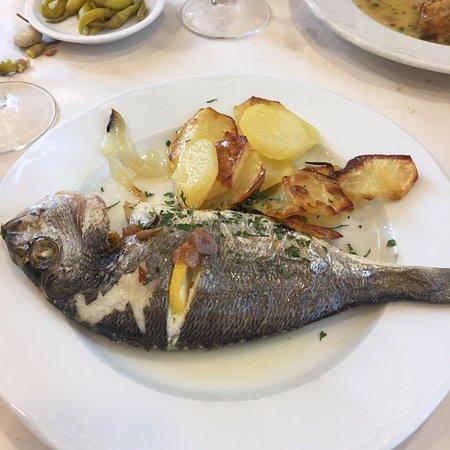 Ecay, Hiszpania: dorada con patatas panadera