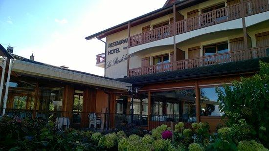 Vue ext rieur du restaurant photo de hotel restaurant le for Restaurant exterieur