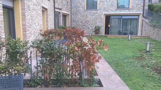 UNA Palazzo Mannaioni: Jardin non entretenu