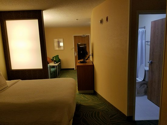 SpringHill Suites Bentonville: living room and kitchenette only separated slightly with partition from beds and bath