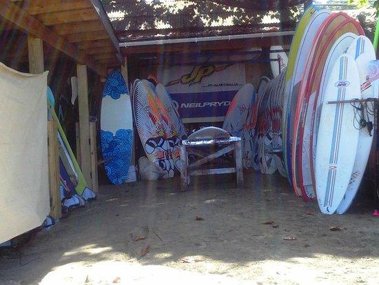 Hotel Kaoba: arriendos de tablas de surf en la playa