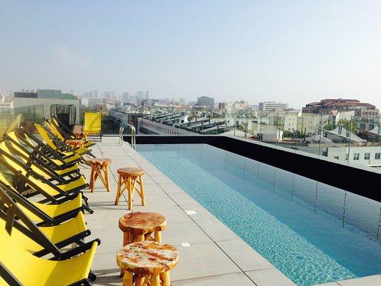 toit terrasse piscine photo de ibis styles barcelona city bogatell barcelone tripadvisor. Black Bedroom Furniture Sets. Home Design Ideas