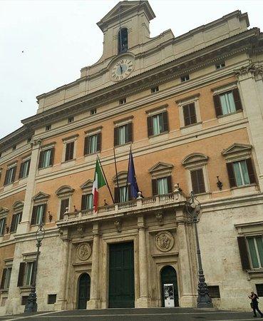 Palazzo di montecitorio picture of palazzo di for Sede camera deputati