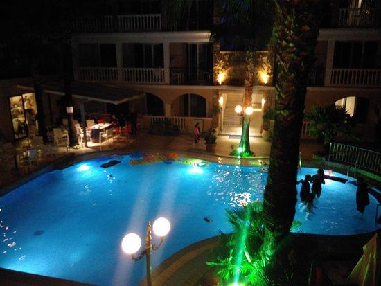 Zante Plaza Hotel & Apartments: Piscine centrale vue de la chambre