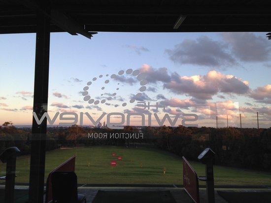 Wembley Downs, Austrália: FROM INSIDE: the Swing View Room looking towards Perth city. driving range in foreground.