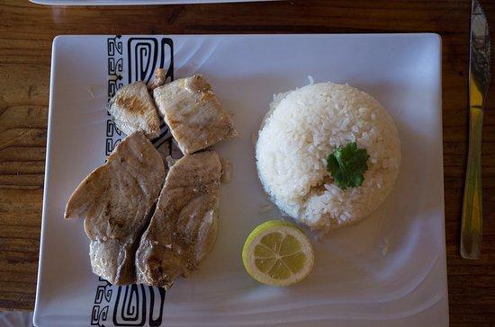 Hetu U: Kana Kana and rice (you can also get papas fritas).